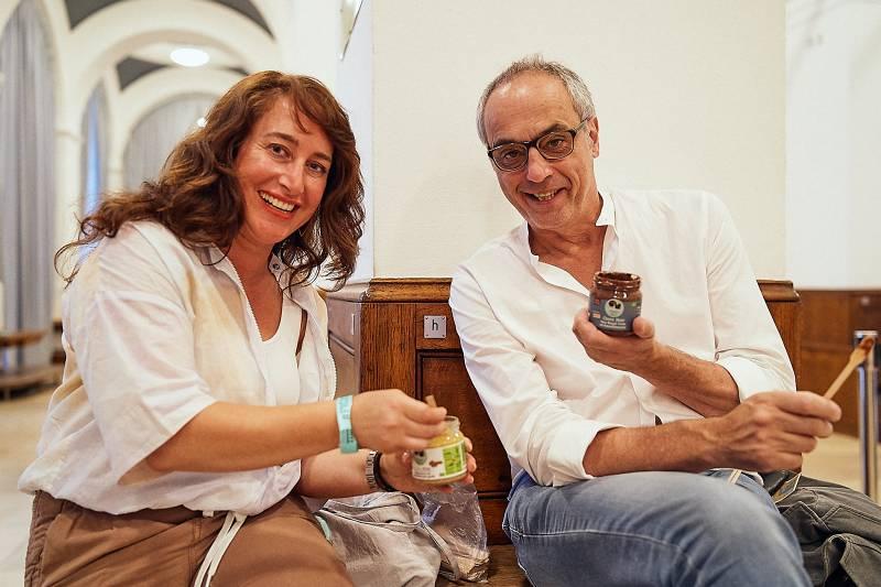 HaselHerz founder Ebru Erkunt meets TV chef Christian Rach at Food Innovation Camp 2018 (Photo: Stefan Groenveld)