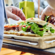 Sandwich auf Brett