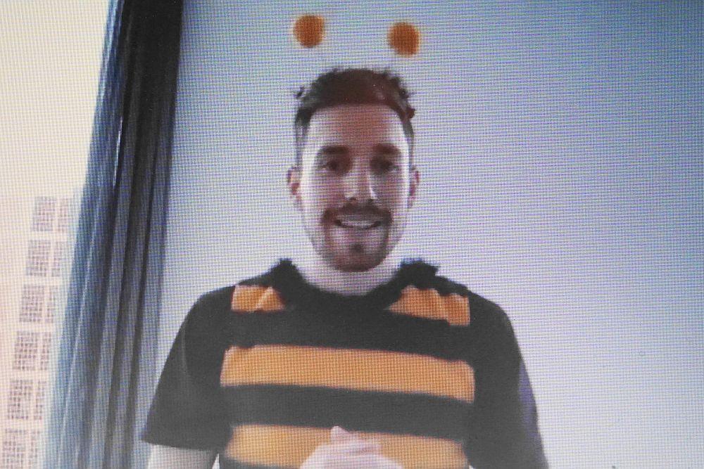 Philipp Weller von bee.neo im Bienenkostüm
