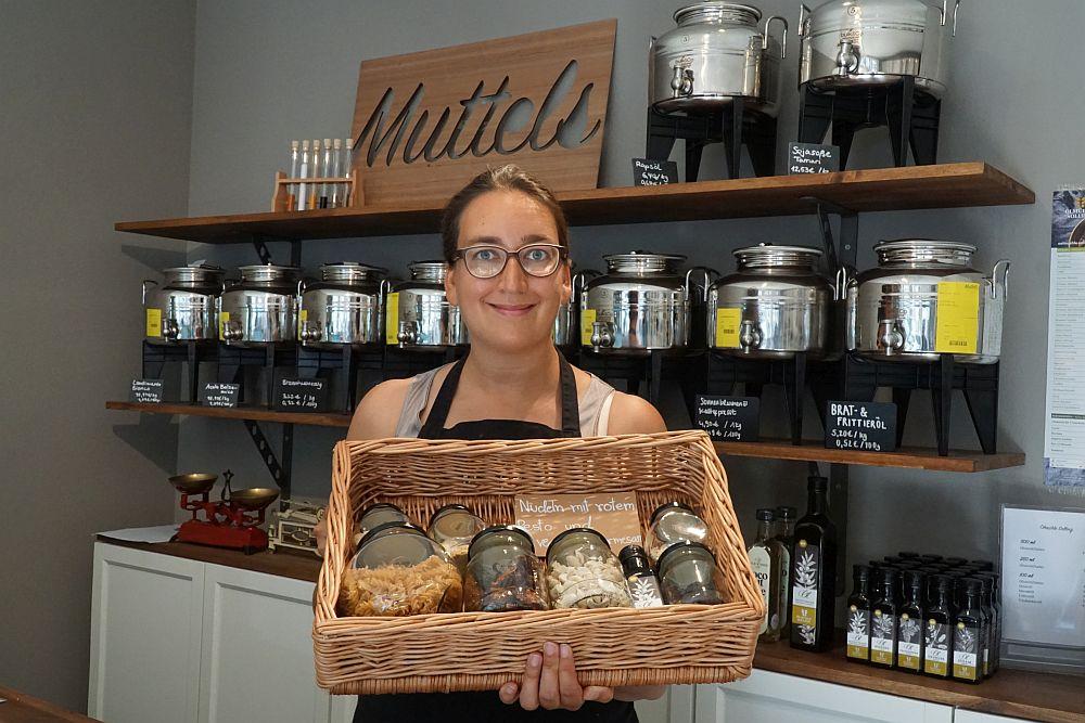 Muttels-Gründerin Victoria Seidel mit einer Auswahl aus ihrem Angebot.