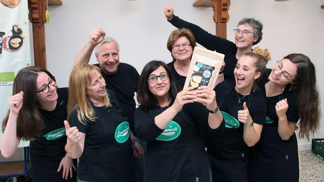 Das Team von BREADONAUTS um Gründerin Maria Perna (mitte)