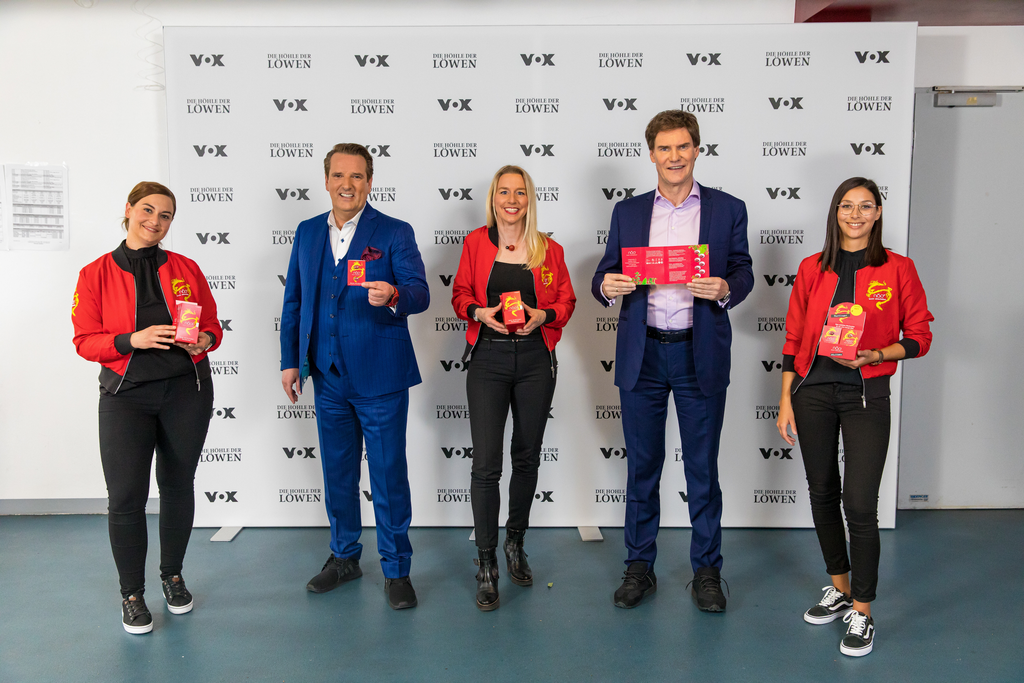 Das Damentrio von Qinoa und seine Investoren: Nadja Fischer,Ralf Dümmel, Annette Steiner-Kienzler, Carsten Maschmeyer und Maximiliane_Staiger (TVNOW / Bernd-Michael Maurer)