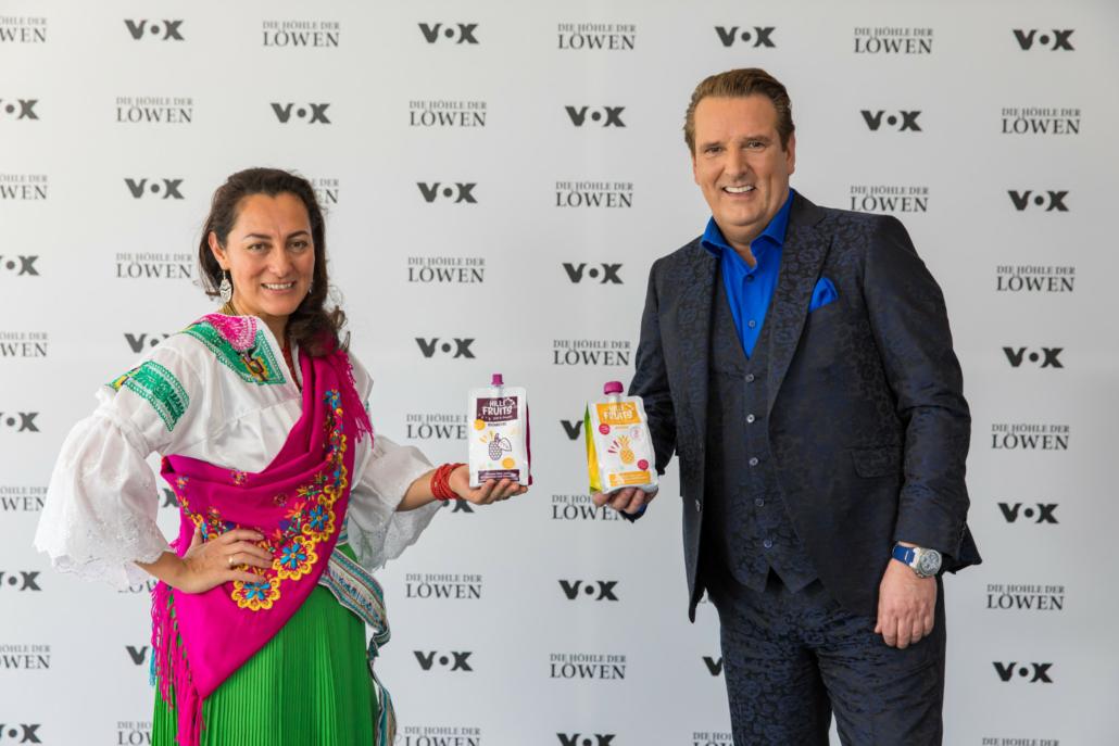 "Hilli Fruits-Gründerin Paulina Carrera mit ""ihrem Löwen"" Ralf Dümmel. (Foto: TVNOW / Bernd-Michael Maurer)"