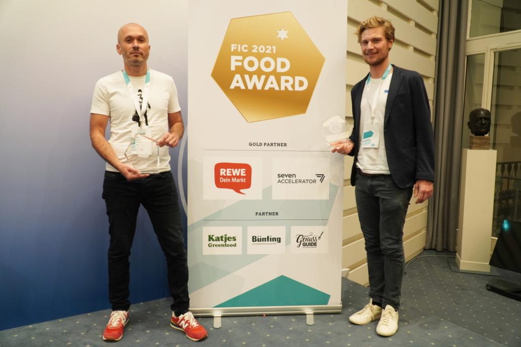 Die Hauptgewinner: Robert Morgunov von QUARKWERK (BESTES PRODUKT) und Philip von Have von Blue Farm (BESTER NEWCOMER)